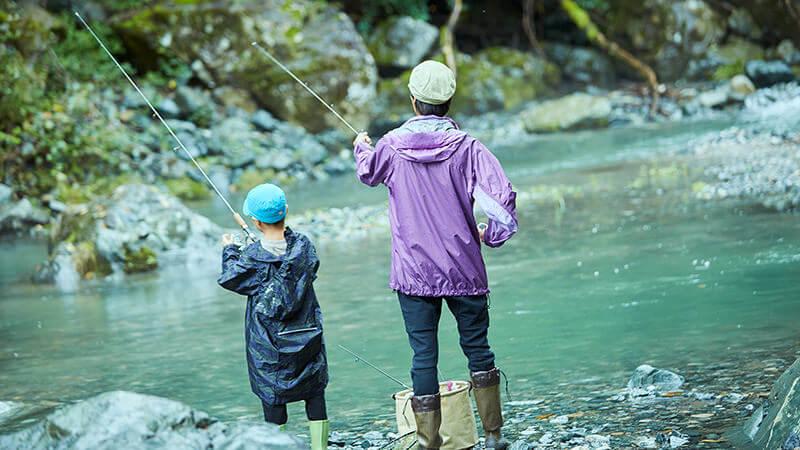 LIFE STYLE 02 ふたりを少年にした渓流釣り American Classic LAND CRUISER PRADO