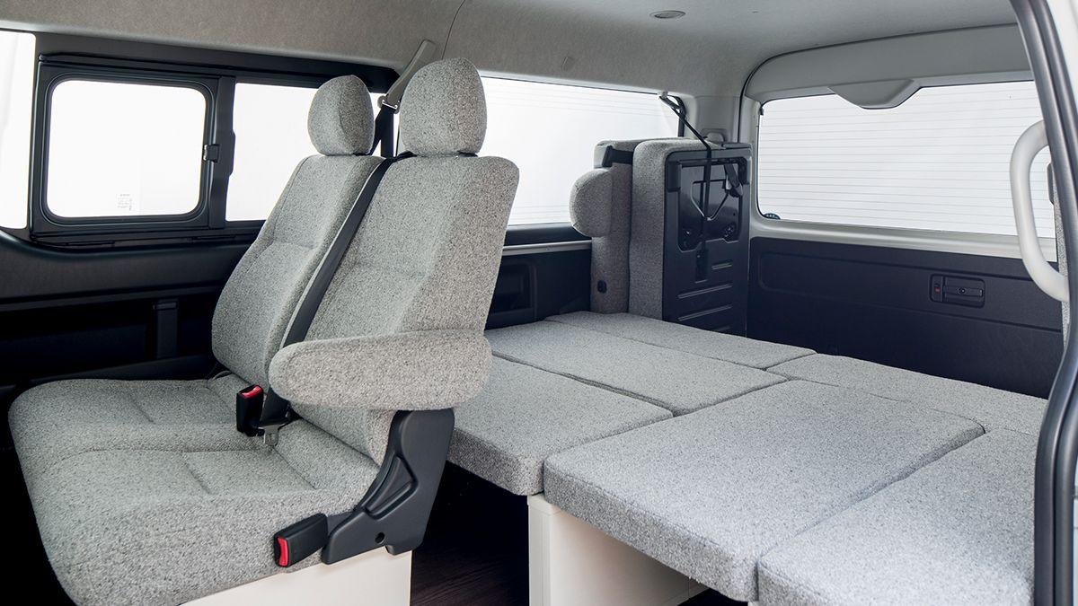 ROOM CAR 01 対面テーブルシート