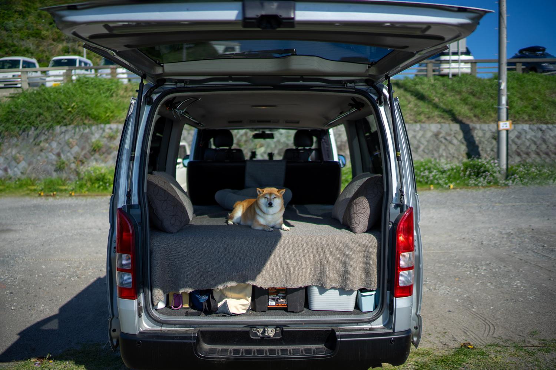 車の中で寝られるように、ベッドキットも付いています。