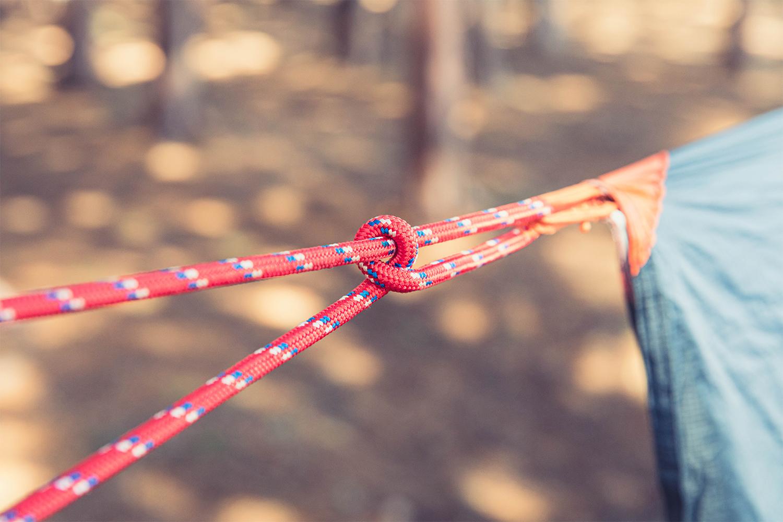 『いわし結び』をしたロープ状態。手元のロープを緩めない限り結び目はズレない