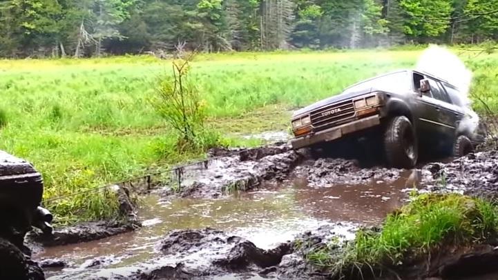4WDにも限界があるのでその時は仲間のランドクルーザーに頼りましょう