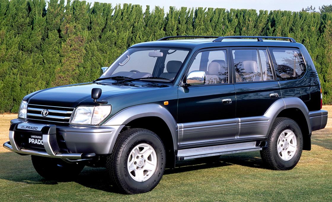 カスタム車両と比較用のノーマル90プラド写真