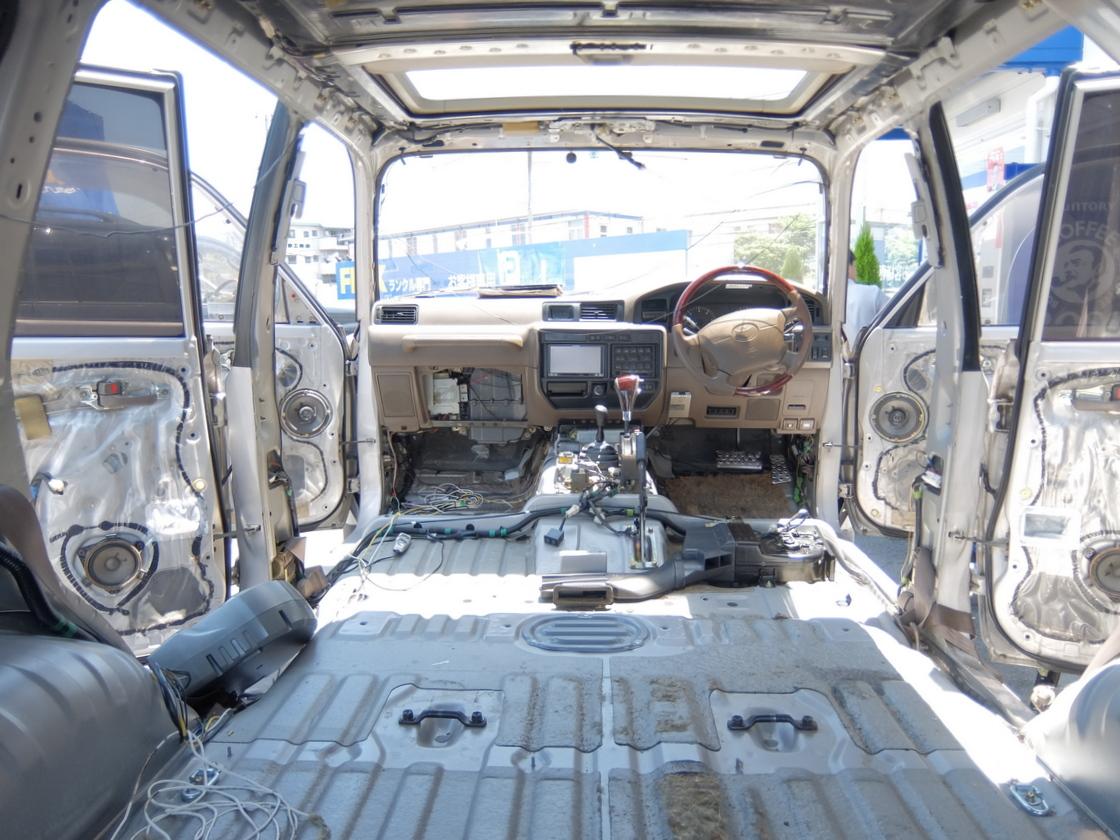 【知ってお得】トヨタ ランドクルーザー80 下取り車両のインテリアクリーニング