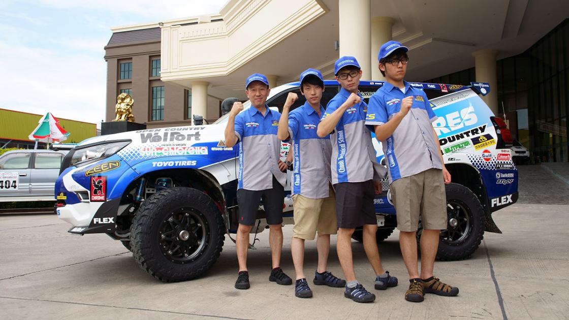 FLEX AXCRラリープラドは今年も中央自動車大学校がサポートを担当