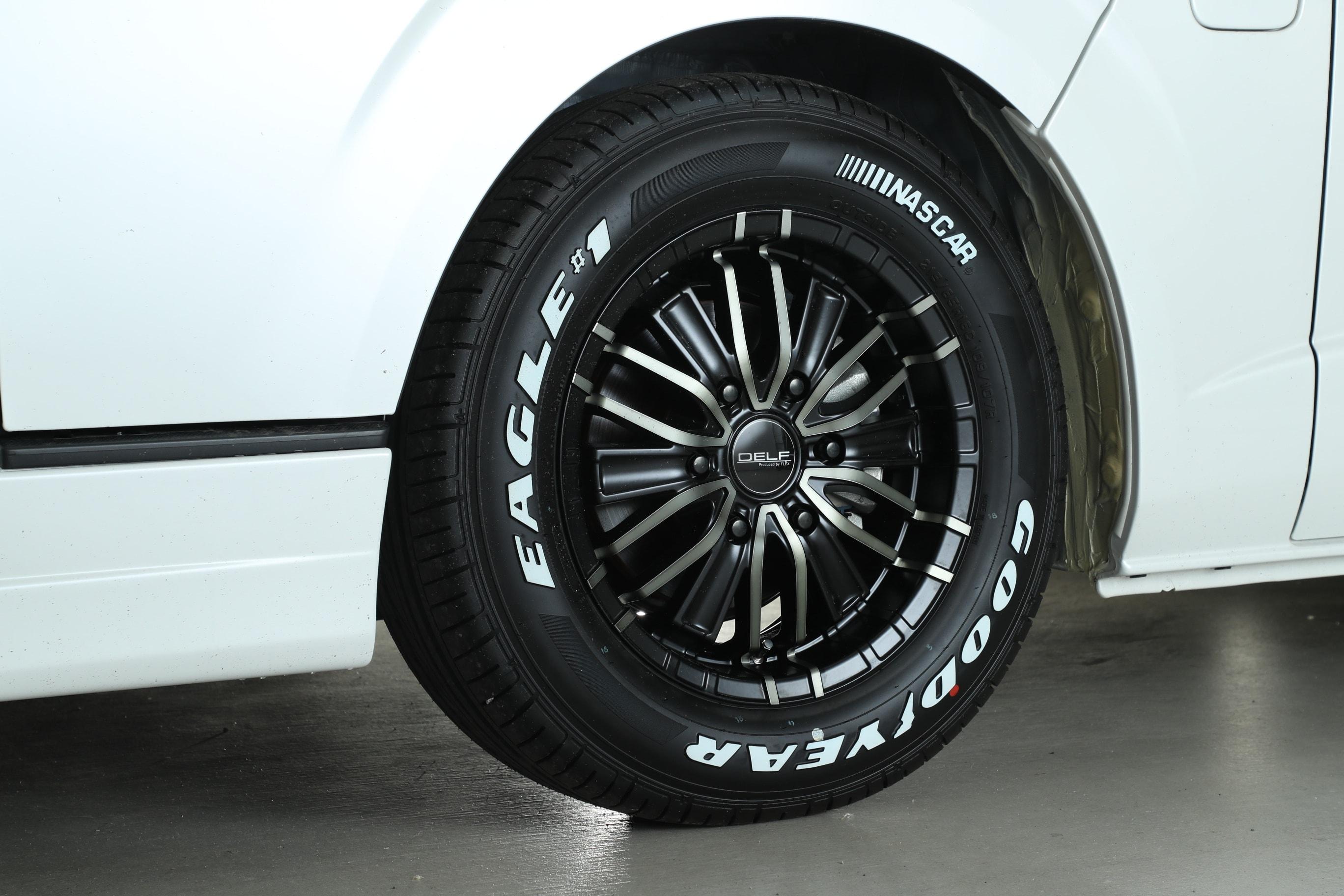 【車好きはこだわる】FLEXオリジナル ハイエース タイヤ&DF01ホイールセット