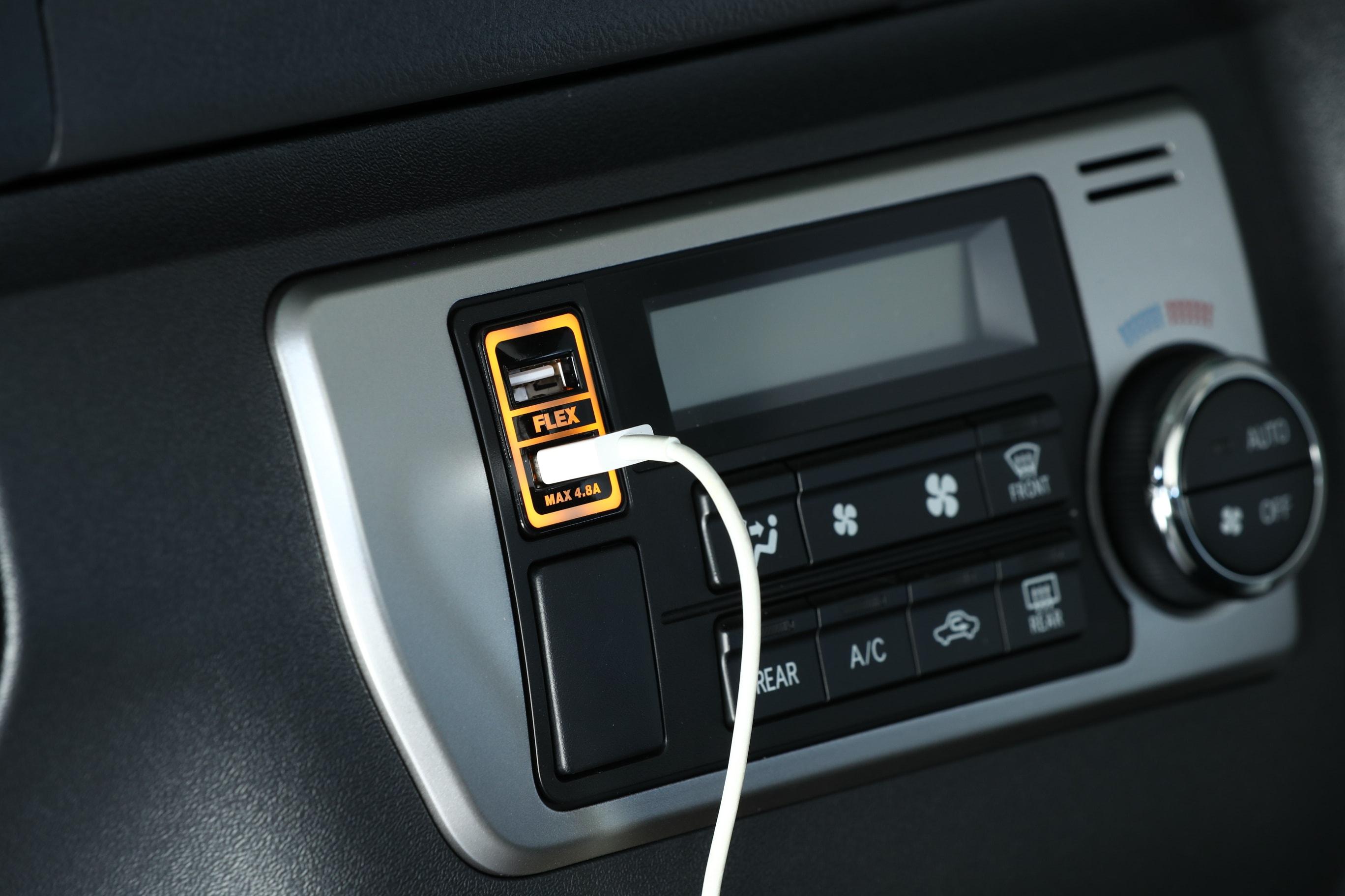 【車好きがこだわる】FLEXオリジナル 急速USB充電器 USB SOCKET 4.8A